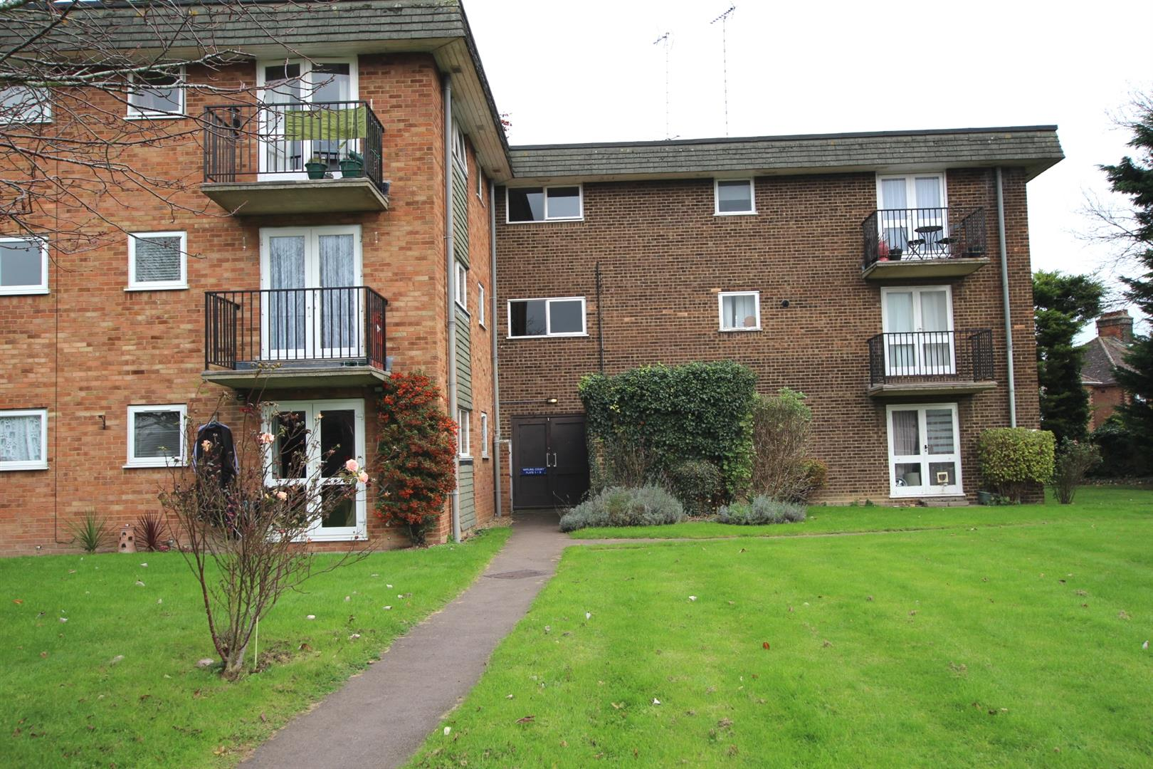 1 Bedroom Flat for sale in Bedford Road, Houghton Regis, Dunstable